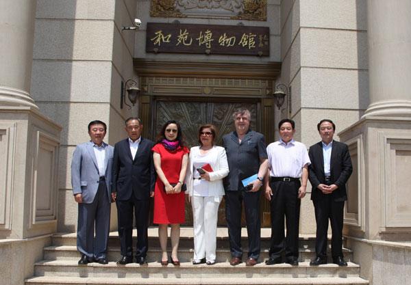 联合国教科文负责人访问中国世界和平基金会