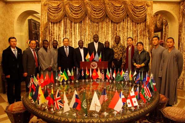 和平文化代表团返程受到热烈欢迎