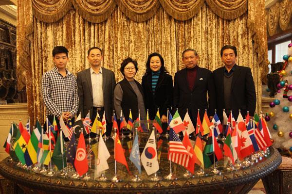 李若弘与韩国驻华武官举行家庭艺术聚会
