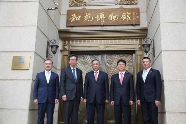 李若弘在和苑社区会见来访的韩国国会事务总长朴亨峻一行