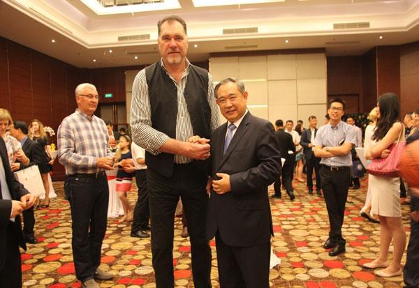 Li Ruohong Meets with Lithuanian Basketball League's President Arvydas Sabonis