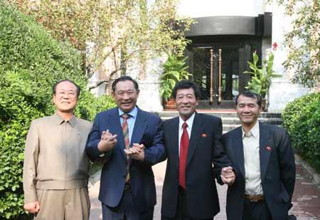 朝鲜代表团参观访问和苑