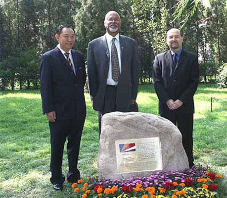 塞舌尔外交部长率团访问和苑