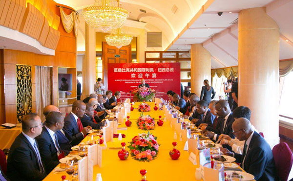 Dr. Li Ruohong Held Talks with President of Mozambique and his Entourage During the FOCAC