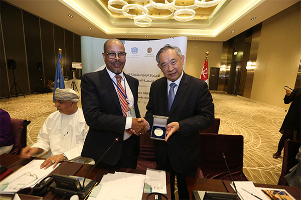 Li Ruohong Awarded Dialogue for Peace Award at the UNESCO International Silk Roads Network Forum in Oman