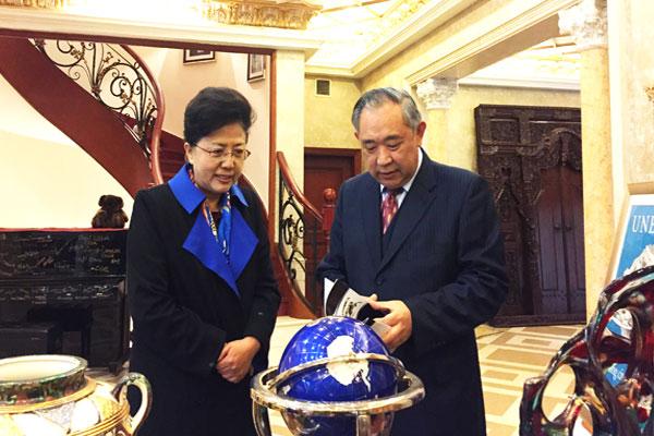 北京市政协杨艺文副主席一行在和苑走访李若弘委员