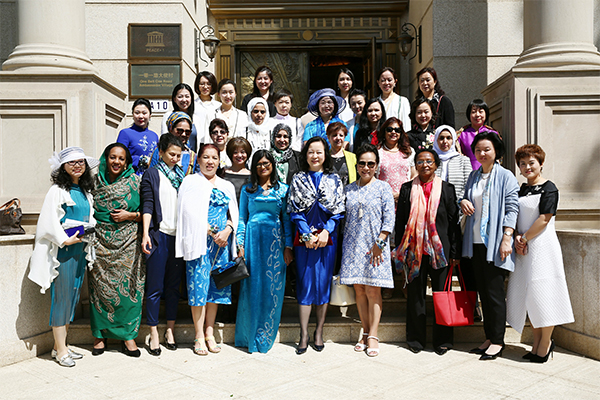 "Activity for Spouses of Ambassadors of ""Belt and Road"" Ambassador Village Held in the Beijing Peace Garden Museum"