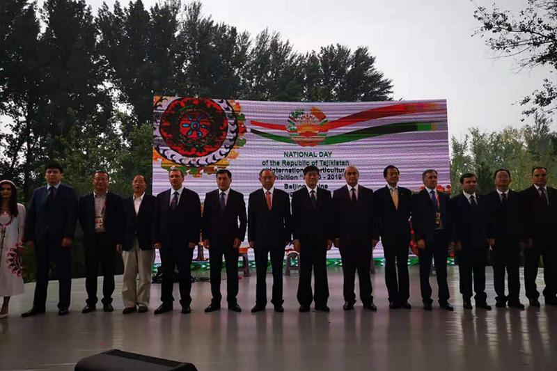 """中亚友谊丝路新风采 -李若弘在""""塔吉克斯坦国家日"""""""
