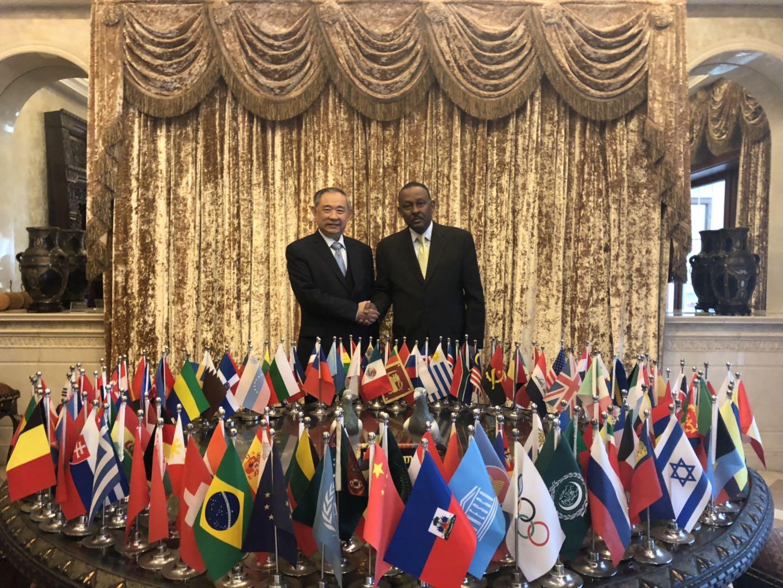 海地驻华贸易发展办事处代表吉.拉莫特访问和苑
