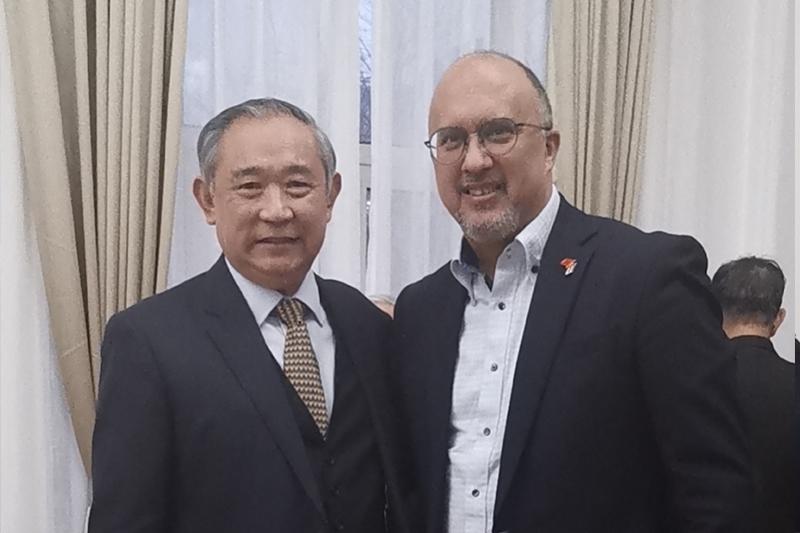 李主席参加新任古巴大使的老友联欢会