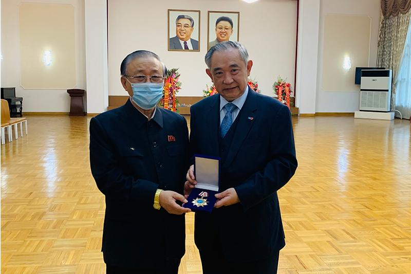 李若弘与朝鲜大使同贺朝鲜劳动党成立75周年