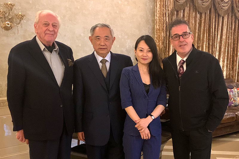 Li Ruohong and foreign entrepreneurs meeting together to support the Olympic Games