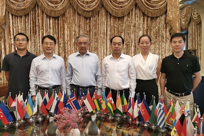 北京市委统战部常务副部长在中国世界和平基金会座谈